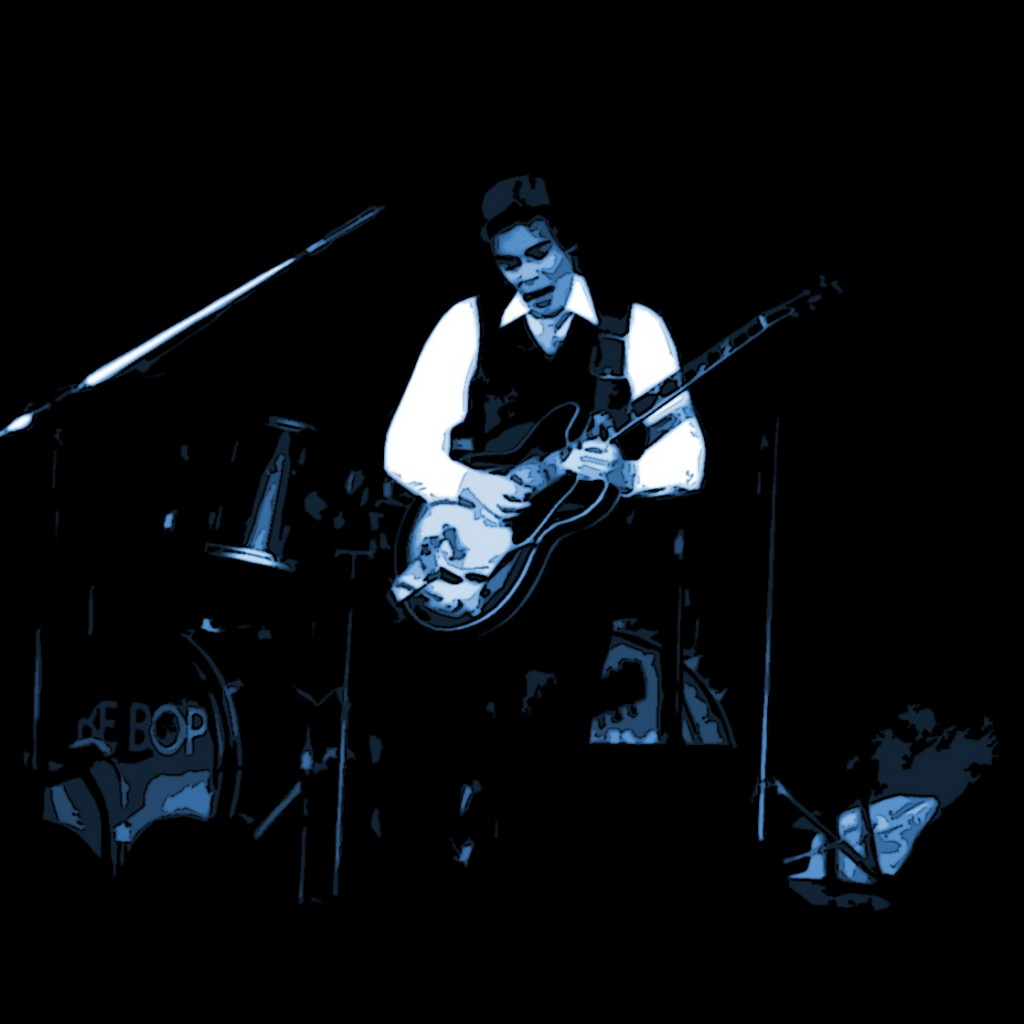 BILL NELSON OF BE-BOP DELUXE PERFORMING LIVE IN SPOKANE, WA. ON 11-19-76. PHOTO BY BEN UPHAM.